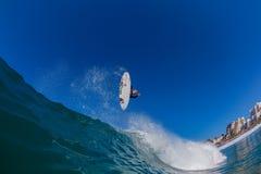 Foto del agua de la onda de aire de la persona que practica surf Imagen de archivo libre de regalías