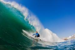 Foto del agua de la onda de la persona que practica surf Fotografía de archivo