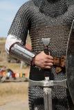 Foto del caballero con la espada foto de archivo
