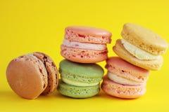 Foto del dessert sul backround giallo Foto dell'alimento Immagini Stock Libere da Diritti