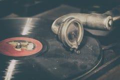 Foto del estilo del vintage de un gramófono viejo foto de archivo