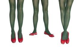 Foto del estudio de las piernas femeninas en medias coloridas Imagen de archivo libre de regalías