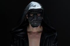 Foto del loco en máscara hecha a mano imagen de archivo libre de regalías