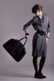 Foto del modello di modo con un sacchetto Fotografie Stock