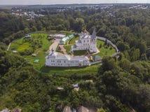 Foto del monastero degli uomini di Nikolsky, Gorohovets, Russia da un fuco fotografia stock libera da diritti