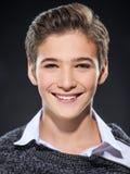 Foto del muchacho feliz joven adolescente adorable Foto de archivo