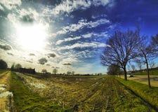 Foto del paesaggio di un campo al sole Fotografia Stock Libera da Diritti
