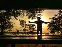 Foto del paisaje del arte de la silueta de un amigo fotografía de archivo libre de regalías