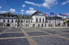 Foto del palazzo presidenziale a Bratislava fotografia stock libera da diritti