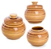 3 foto del poco vaso di argilla rotondo per alimento Isolato su briciolo Fotografie Stock Libere da Diritti