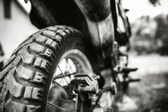 Foto del primer de la bici campo a través del motor al aire libre Imagen de archivo libre de regalías