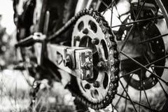 Foto del primer de la bici campo a través del motor al aire libre Foto de archivo