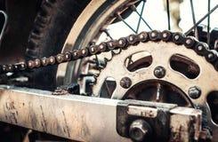 Foto del primer de la bici vieja del motor al aire libre Imagenes de archivo