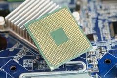 Foto del primer de la CPU en la placa madre del ordenador portátil Imagen de archivo libre de regalías