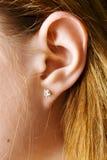 Foto del primer de un oído femenino Foto de archivo