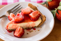 Foto del primer del pastel de queso con las fresas Fotos de archivo