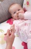Foto del primo piano della neonata adorabile Fotografie Stock Libere da Diritti
