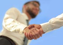 Foto del primo piano di una stretta di mano di due riusciti uomini d'affari Immagini Stock