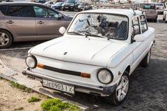 Foto del primo piano di vecchio bianco ZAZ-968M Zaporozhets Fotografia Stock