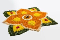 Foto del rangoli de la flor para el diwali o pongal común o el onam Imagen de archivo