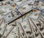 Foto del ritratto del primo piano di soldi 100 dollari di mucchio delle banconote Fotografia Stock