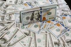 Foto del ritratto del primo piano di soldi 100 dollari di mucchio delle banconote Immagine Stock