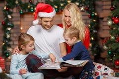 Foto del ` s del Año Nuevo de la familia Fotografía de archivo libre de regalías