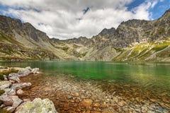 Foto del valle en las montañas de Tatra, Eslovaquia, Europa del lago Velke Hincovo Pleso Fotografía de archivo libre de regalías