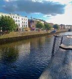 Foto del viaje de Dublin Ireland Summer, gaviota y río Liffey fotografía de archivo