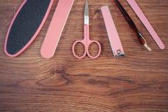 Foto del vintage, accesorios para la manicura o pedicura, concepto del cuidado del clavo, espacio de la copia para el texto a bor Fotos de archivo