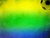 Foto del vintage de la bandera del Brasil y del balón de fútbol Fotografía de archivo