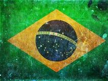 Foto del vintage de la bandera del Brasil y del balón de fútbol Imagen de archivo libre de regalías