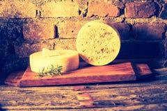 Foto del vintage de la vida inmóvil con queso de cabra francés Fotografía de archivo libre de regalías