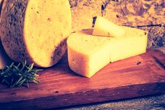 Foto del vintage de la vida inmóvil con queso de cabra francés Fotografía de archivo