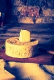 Foto del vintage de la vida inmóvil con queso de cabra francés Imágenes de archivo libres de regalías