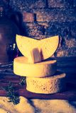 Foto del vintage de la vida inmóvil con queso de cabra francés Foto de archivo libre de regalías