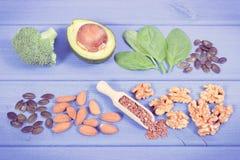 Foto del vintage, ingredientes que contienen Omega 3 ácidos, grasas y fibra no saturada, nutrición sana y concepto ácido de la di foto de archivo libre de regalías