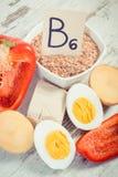 Foto del vintage, productos que contienen la vitamina B6 y la fibra dietética imágenes de archivo libres de regalías