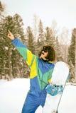 Foto del vintage del snowboarder del hombre joven imágenes de archivo libres de regalías