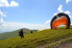 Foto del vuelo del salto de paracaídas imagen de archivo libre de regalías