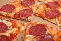 Foto deliciosa sabrosa de la macro de los salchichones de la pizza Fotografía de archivo