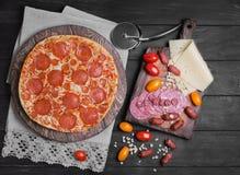 Foto dell'alimento delle merguez della pizza Fotografie Stock Libere da Diritti
