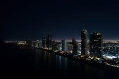 Foto dell'antenna di notte di Sunny Isles Beach Florida Fotografia Stock