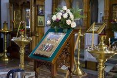 Foto dell'interno del tempio, una chiesa ortodossa, candele, altare Fotografia Stock