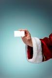 Foto della mano di Santa Claus con un biglietto da visita Fotografia Stock Libera da Diritti