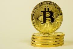 Foto della moneta virtuale dorata di valuta di Bitcoin Fotografie Stock