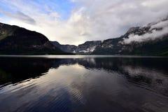 Foto della montagna e del lago in Hallstatt dell'Austria Fotografia Stock Libera da Diritti