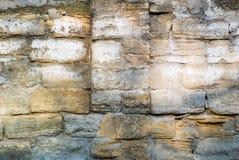Foto della parete di pietra ruvida molto invecchiata per fondo fotografia stock libera da diritti