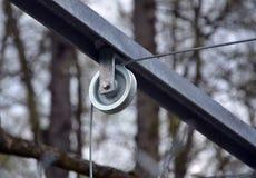 Foto della puleggia del metallo e della corda d'acciaio Fotografia Stock