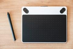 Foto della tavola del grafico su una tavola di legno immagini stock